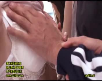 【集団逆ちかん電車】発情熟痴女お姉さんたちが気弱男子のチ○ポ弄り!