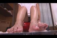 足の裏フェチ★らんちゃん 素人生足裏メッシープレイ★足裏でアイスクリームクラッシュ踏んづけ